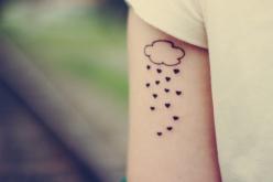 tatuagem-feminina-nuvem-coracoes